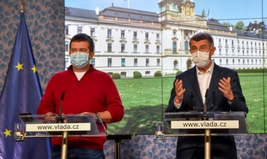 Ministr vnitra a předseda Ústředního krizového štábu Jan Hamáček (ČSSD) a premiér Andrej Babiš (ANO)  (ČTK)