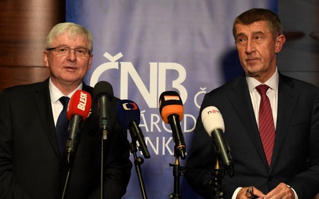 Guvernér České národní banky (ČNB) Jiří Rusnok a premiér Andrej Babiš  (ČTK)