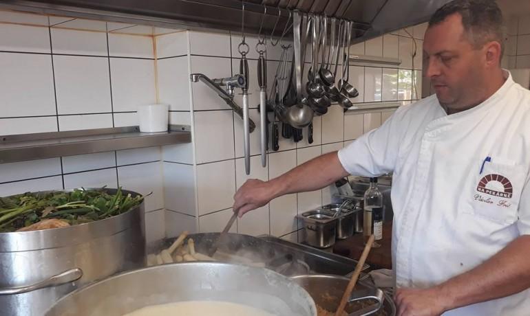 Šéfkuchař a majitel hospody Václav Frič  (Napekarne.com)