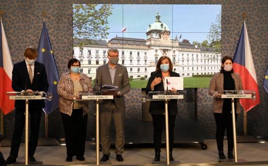 Tisková konference vlády: Adam Vojtěch, Marie Benešová, Karel Havlíček, Alena Schillerová, a Jana Maláčová  (ČTK)