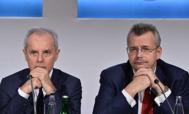 Spolumajitel Smartwings Jiří Šimáně (vlevo) a zástupce čínské společnosti CITIC Jaroslav Tvrdík  (ČTK)