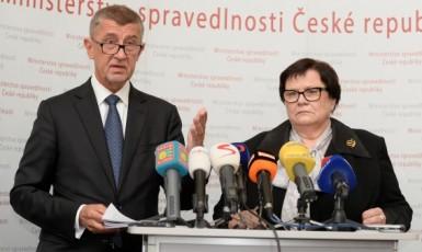 Premiér Andrej Babiš uvádí do funkce ministryni spravedlnosti Marii Benešovou (ČTK)