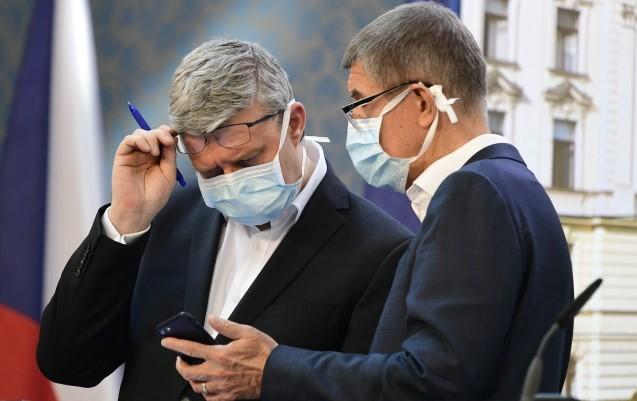 Ministr průmyslu, obchodu a dopravy Karel Havlíček a premiér Andrej Babiš  (ČTK)