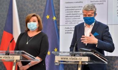 Ministryně financí Alena Schillerová a ministr průmyslu a obchodu a ministr dopravy Karel Havlíček  (ČTK)