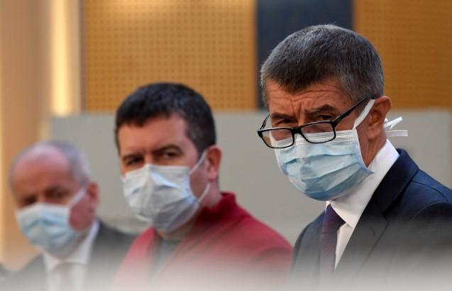 Zprava premiér Andrej Babiš, ministr vnitra Jan Hamáček a vládní zmocněnec pro vědu a výzkum ve zdravotnictví Roman Prymula  (ČTK)
