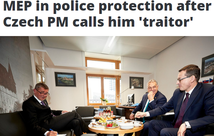 """""""Europoslanec pod policejní ochranou poté, kdy jej český premiér označil za zrádce."""" Úvodní strana serveru EuObserver  (printscreen EuObserver)"""