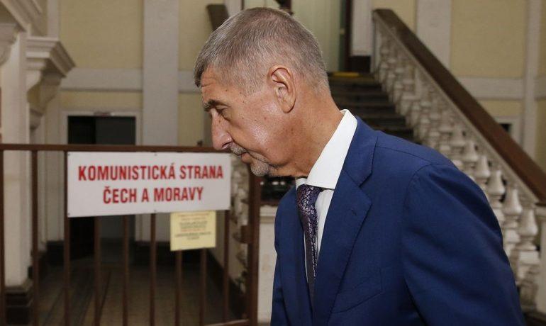 Premiér Andrej Babiš přichází do sídla KSČM orodovat za přijetí státního rozpočtu (ČTK)