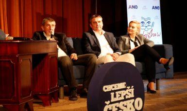 Předseda hnutí ANO Andrej Babiš, místopředseda Petr Vokřál a předsedkyně jihomoravské organizace Taťána Malá před volbami 2017  (ČTK)