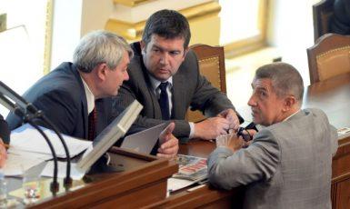 Předseda KSČM Vojtěch Filip, ministr vnitra Jan Hamáček (ČSSD), premiér Andrej Babiš (ANO)  (ČTK)