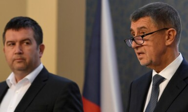Vicepremiér a ministr vnitra Jan Hamáček (ČSSD) a premiér Andrej Babiš (ANO)   (ČTK)