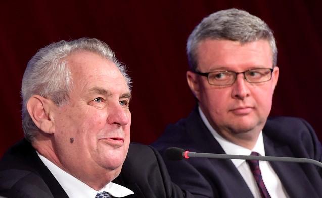 Miloš Zeman a ministr průmyslu a obchodu a dopravy Karel Havlíček (ANO)   (ČTK)