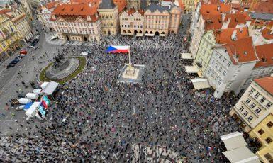 Demonstrace Milionu chvilek na Staroměstském náměstí v Praze (ČTK)