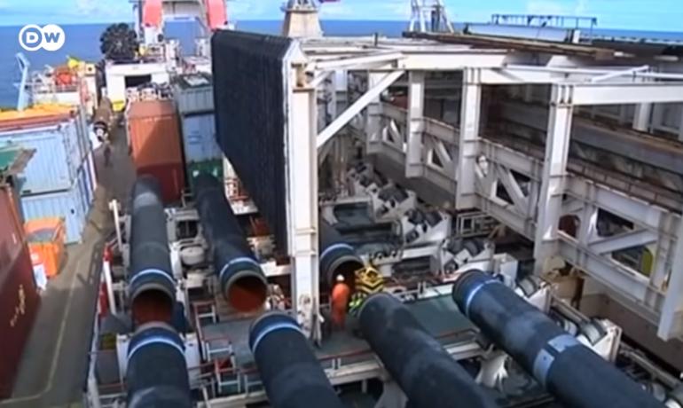 """Budování ruského """"politického"""" plynovodu Nord Stream 2 (Printscreen DW)"""