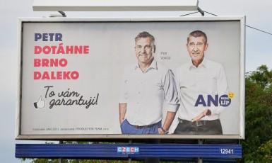 Někdejší kandidát na primátora Petr Vokřál a premiér Andrej Babiš (oba ANO) v předvolební kampani 2018 (ČTK)
