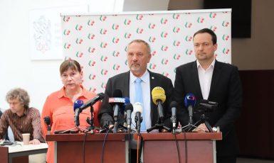 Komunističtí poslanci Miloslava Vostrá, Pavel Kováčik a Daniel Pawlas (FB)