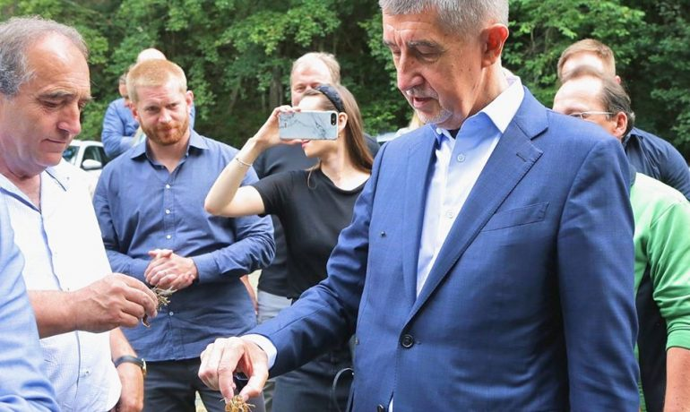 Andrej Babiš, zachránce raků (pprintscreen facebook A. Babiše)