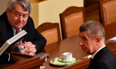 Předseda komunistů Vojtěch Filip a premiér Andrej Babiš  (ČTK)