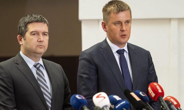 Ministr vnitra Jan Hamáček a ministr zahraničních věcí Tomáš Petříček (oba ČSSD) (FB ČSSD)