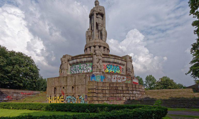 Bismarckův pomník v Hamburku (Wikimedia Commons)