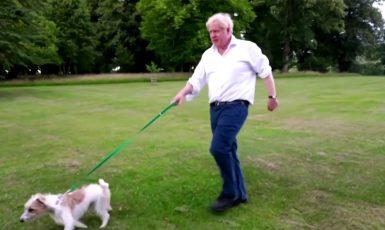 Boris Johnson v akci za své zdraví a zdravotní systém. (Twitter)