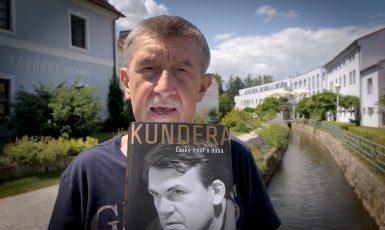 Babiš s knihou Kundera: Český život a doba  (FB Andreje Babiše)
