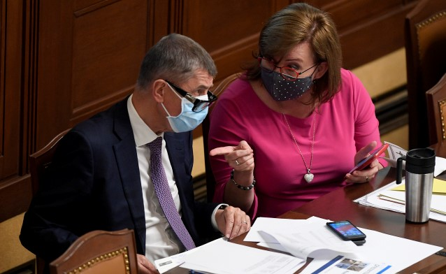 Premiér Andrej Babiš a ministryně financí Alena Schillerová (oba ANO) v Poslanecké sněmovně  (ČTK)