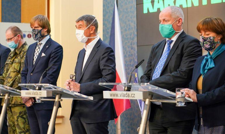 Ministr zdravotnictví Adam Vojtěch, premiér Andrej Babiš, vládní zmocněnec Roman Prymula a hlavní hygienička Jarmila Rážová (FB AB)