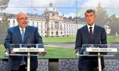 Ministr zemědělství Miroslav Toman (ČSSD) a premiér Andrej Babiš (ANO) na tiskové konferenci (ČTK)
