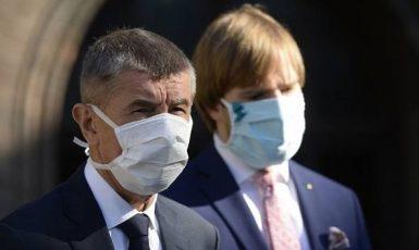 Premiér Andrej Babiš a ministr zdravotnictví Adam Vojtěch (oba ANO) (ČTK)