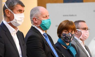 Premiér Andrej Babiš (ANO), ministr zdravotnictví Roman Prymula (za ANO), hlavní hygienička Jarmila Rážová a národní koordinátor testování Marián Hajdúch  (ČTK)