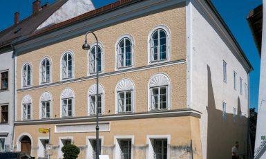 Tyranův rodný dům - zločinec Adolf Hitler se narodil v rakouském Braunau (wikipedie)