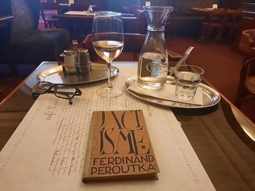 Café Louvre v Praze aneb pražská kavárna žije! (Petr Hlaváček (2020))