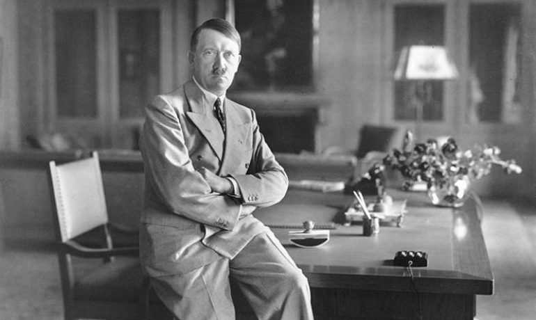 Německý říšský kancléř Adolf Hitler – hlavní protagonista genocidního nacionálního socialismu (wikipedie)