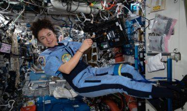 Astronautka Jessica Meir na Mezinárodní kosmické stanici. První žena na Měsíci bude muset mít podle NASA zkušenosti z předchozích letů. (NASA)