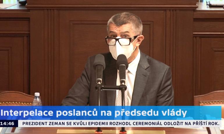 Premiér Andrej Babiš během čtvrtečních  interpelací  (printscreen ČT)