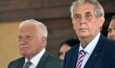 Bývalý prezident Václav Klaus a současný prezident Miloš Zeman  (ČTK)