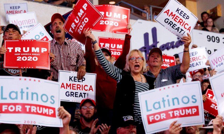 Manifestace amerických Hispánců na podporu Donalda Trumpa (FB)
