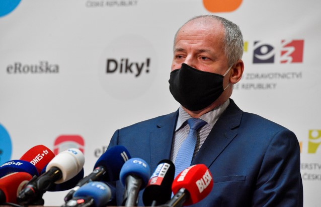 Prymula musí mít ochranku, uvedl premiér. Na ministerstvo zdravotnictví přišel dopis s neznámou látkou