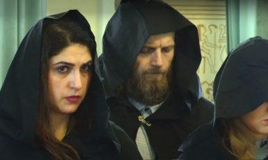 """Loni v zimě se ruské čarodějnice svolávaly, aby vytvořily """"kruh síly kolem Putina"""". (YouTube)"""