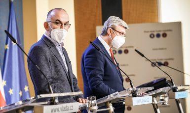 Ministr zdravotnictví Jan Blatný a ministr průmyslu a obchodu a dopravy Karel Havlíček (oba za ANO)  (ČTK)