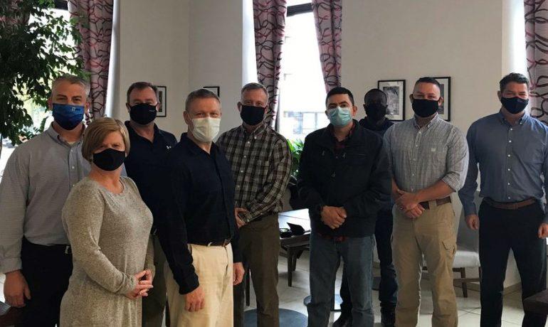 Zdravotníci z USA, kteří budou v Česku pomáhat se zvládáním epidemie koronaviru  (twitter @USEmbassyPrague)