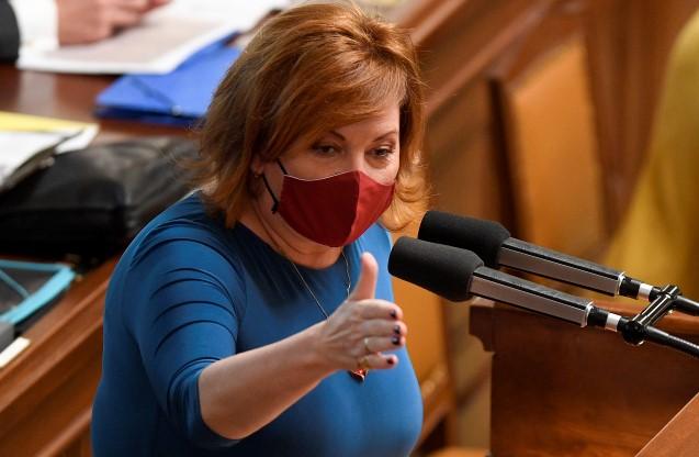 Ministryně financí Alena Schillerová (za ANO) na schůzi poslanecké sněmovny  (ČTK)