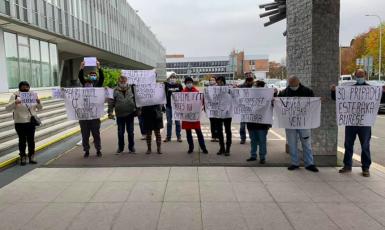 Demonstranti u budovy ČT na Kavčích horách (Rebelové)