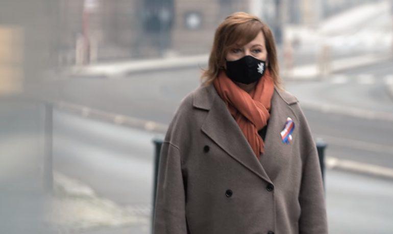 Alena Schillerová chodí po Praze a mrazí ji. (Facebook A. Sch.)