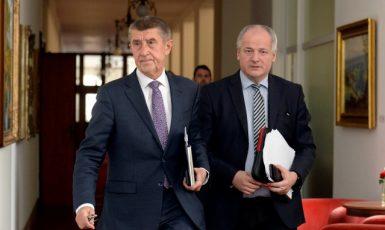 Premiér Andrej Babiš a jeho poradce Roman Prymula (oba za ANO) (ČTK)