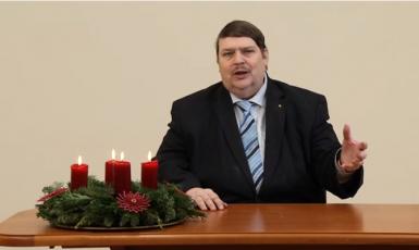Předák sudetských Němců Bernd Posselt v adventní promluvě ke svým krajanům (printscreen YT, Die Sudetendeutschen)