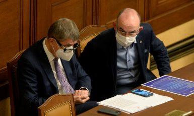 Premiér Andrej Babiš a ministr zdravotnictví Jan Blatný (oba ANO) (ČTK)