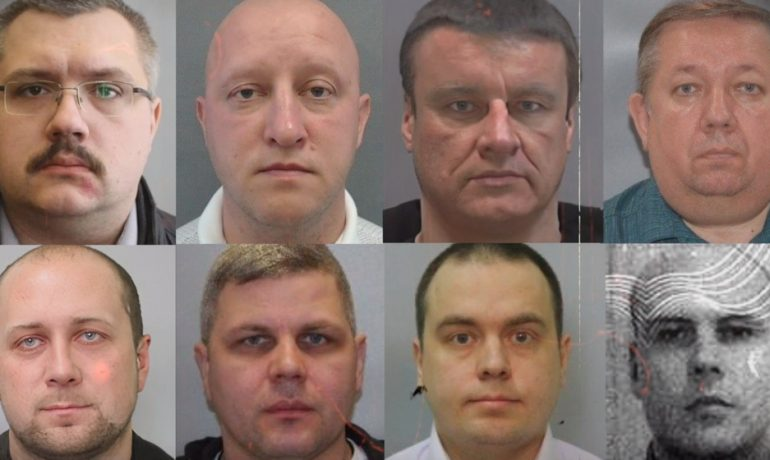 Těchto osm mužů mělo Alexeji Navalnému usilovat o život. Opozičník už zná i jejich adresy  (Navalny.com)