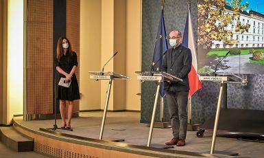 Ministr zdravotnictví Jan Blatný (za ANO) na tiskové konferenci  (Úřad vlády)