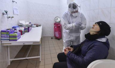 Testování na covid-19 prostřednictvím antigenních testů – ilustrační foto (ČTK – Luboš Pavlíček)